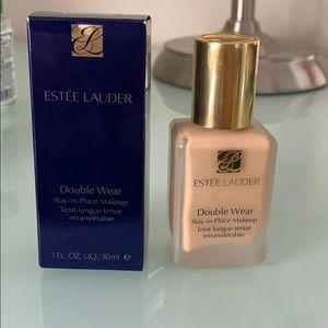 Estée Lauder Double Wear Foundation (2W1 Dawn)